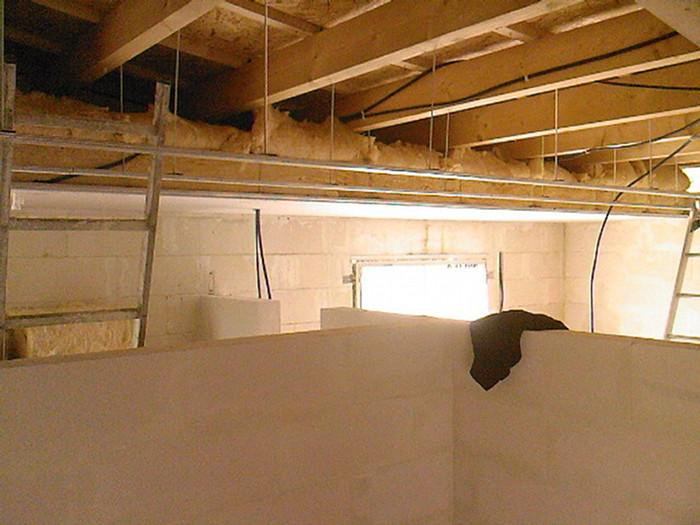 Autoconstruction de notre maison plafond placo for Plafond combles placo